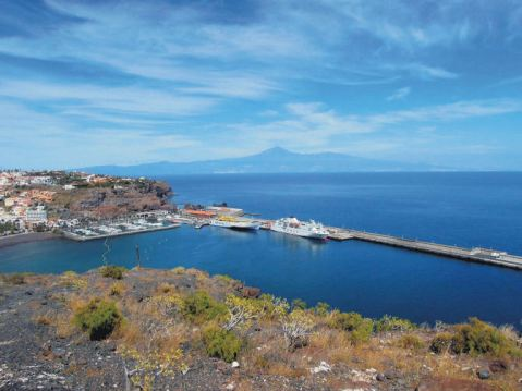 Looking down to San Sebastian (La Gomera), Pico del Teide on Tenerife in the distance
